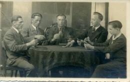Groupe D'hommes Jouant Aux Cartes - Photo 13,5X8,5 - Cartes à Jouer
