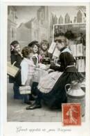 GROUPE D'ENFANT - PETIT DEJEUNER - JOURNAUX - Groupes D'enfants & Familles
