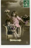COUPLE D'ENFANT Avec Des Fleurs - Mode - Portraits