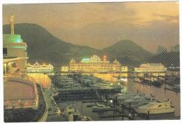 Hong Kong : Aberdeen Marina Club With Floating Restaurants & Yachts - China (Hongkong)