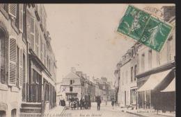 CPA:St Vaast-la-Hougue:Rue Du Marché - Saint Vaast La Hougue