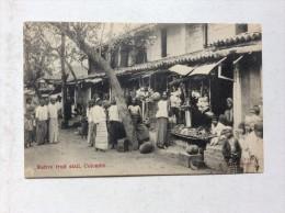 AK   CEYLON   COLOMBO    NATIVE FRUIT STALL - Sri Lanka (Ceylon)