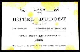 69 HOTEL DUBOST à Gauche En Descendant De La Gare De Perrache - Les Taches Jaunes Sont Accentuées Par Le Scanner - Hotel Labels