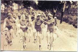 Photos Sous Plastique (il Allume Une Cigarette ? ... En Compétition !!!) - Cycling