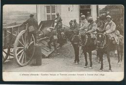GUERRE 1914-18 - L´offensive Allemande - Cavaliers Français Et Tommies Attendant L'ennemi à L'entrée D'un Village - Guerre 1914-18