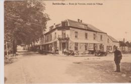 Cpa Sart-les-Spa.Vue Animée De La Route De Verviers. Entrée Du Village. Hôtel De Sart Avec Terrasse. Gendarme Coin Carte - Spa