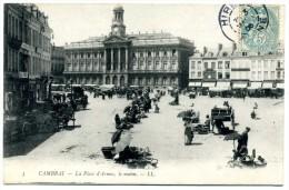 59 - Cambrai - La Place D ' Armes  Le  Matin  - Marché  N° 3 - Cambrai