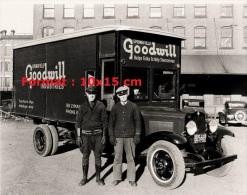 Reproduction D'une Photographie D'une Camionnette Publicitaire Springfield Goodwill Industries - Reproductions