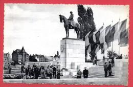 Namur.  Visiteurs Au  Monument Du Roi Albert 1er. Hôtel De La Place. 1967 - Namur