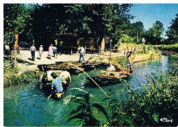 Venise Verte : Embarcadère Dans Le Marais Poitevin - France