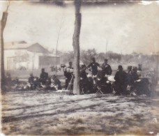 4 EME REGIMENT - LES OFFICIERS EN PAUSE PIQUE NIQUE - PLAQUE DE VERRE MILITAIRE 10 X 8.5 CM - Army & War