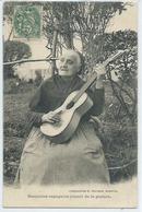 Basquaise Espagnole Jouant De La Guitare - France