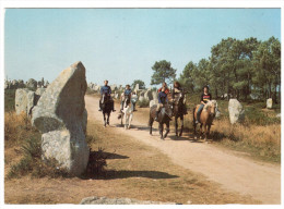 CPSM CHEVAL CHEVAUX BRETAGNE PROMENADE EQUESTRE PARMI LES MEGALITHES - Pferde