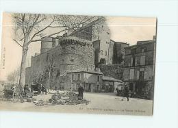 TOURNON : Brocante Devant Le Vieux Château. 2 Scans. Edition Mouton - Tournon