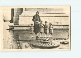 PARIS - Mme La Comtesse De Paris Et Ses Enfants AuTombeau Du Soldat Inconnu  - 2 Scans - Arrondissement: 08