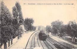 92 - ASNIERES SUR SEINE : Avenue De La Lauzière Et Rue Du Bois ( Voie Ferrée & Passage D'un Train ) CPA - Hauts De S - Asnieres Sur Seine