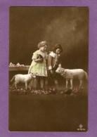 ENFANTS Avec Des Moutons - - Bambini