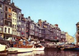 HONFLEUR - En Flanant Dans Le Port - - Honfleur