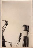 Photo Originale Navire - Batelier Ou Marinier Sur Une échelle à L'entretien S'une Cheminée Du ELBING II - - Bateaux