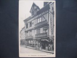 """CPA  Louviers  """"  Les Avants-Soliers  """"  Enseigne De Commerce  A.Mouquet Et Ancienne Maison Lefévre ,Raoul Béthencourt - Louviers"""