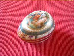 SAXE , Boite Ancienne En Forme D'Oeuf , Décor Mythologique , Style Louis XVI , Signé E.S.1861 - Non Classés