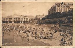 BIARRITZ - 64 -  La Grande Plage - Le Casino Et Le Grand Hotel -  TRES ANIMEE  - ENCH1202 - - Biarritz
