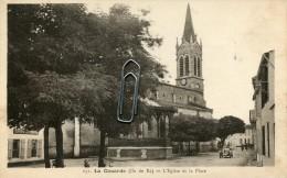 LA COUARDE - ILE DE RE -17- L'EGLISE ET LA PLACE - Ile De Ré