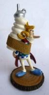 FIGURINE  ASTERIX   JEU D´ECHEC  - Plastoy Atlas 2005 Assurancetourix - Asterix & Obelix