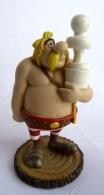 FIGURINE  ASTERIX   JEU D´ECHEC  - Plastoy Atlas 2005 Monosyllabix - Asterix & Obelix