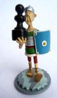 FIGURINE  ASTERIX   JEU D´ECHEC  - Plastoy Atlas 2005 Olibrius - Asterix & Obelix