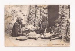SUD TUNISIEN Femmes Arabes Moulant Du Grain - Tunisia
