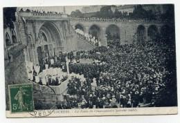 LL , 65 , LOURDES , Les Foules Du Cinquantenaire (souvenir Inédit) , , Voyagée 1912 , Ed: Association Catholique - Lourdes