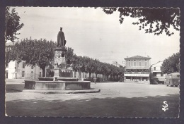 GARD 30 PONT SAINT ESPRIT La Place De La République - Pont-Saint-Esprit