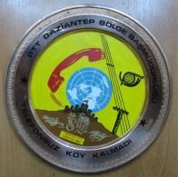 AC - TURKISH POST NO VILLAGE LEFT WITHOUT TELEPHONE KAHRAMANMARAS ILICA AUGUST 1987 COMMEMORATIVE COPPER PLATE - Céramiques