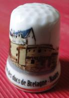 Dé à Coudre - Château Des Ducs De Bretagne Nantes (44) Dessin Sur Porcelaine - Ditali Da Cucito