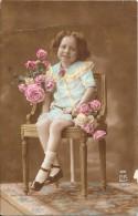 CPA COLORISEE ENFANT - Belle Petite Fille Posant Avec Des Fleurs - ENCH1202 - - Abbildungen