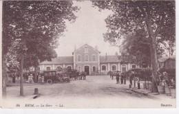 Riom La Gare Tres Animee Taxi Diligence 1917 - Riom