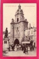17 CHARENTE-MARITIME LA ROCHELLE, La Grosse Horloge, Animée, Commerce,  (Archimbaud) - La Rochelle