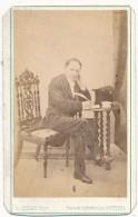 Homme Assis écrivant - Photo CDV - Alfred Perlat, Poitiers - Photos
