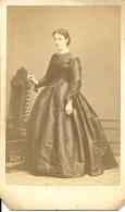 Photo SCHWINDENHAMMER Colmar Année Janvier 1867  Signé Kaufmann écrit Au Dos Dame En Robe Longue - Old (before 1900)