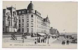 TROUVILLE - N° 280 - LES PLANCHES ET LE PALAIS HOTEL AVEC PERSONNAGES - CPA NON VOYAGEE - Trouville