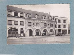 CPSM - LA LOUPE - Place De L'hotel De Ville - Hotel Du Chêne Doré   - Auto - Station SHELL  -  AUBE éditeur - La Loupe
