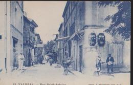 CPA:Valréas:Rue Saint-Antoine:Animation:Facteur - Valreas