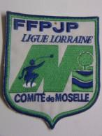 Ecusson Tissu Brodé - Comité De MOSELLE - Ligue De LORRAINE - FFPJP - PETANQUE - Ecussons Tissu