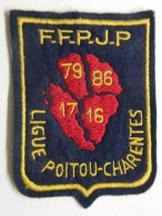 Ecusson Tissu Feutrine Brodée - Ligue POITOU-CHARENTES - 79 - 86 - 17 - 16 - FFPJP - PETANQUE Et Jeu Provençal - Ecussons Tissu