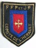 Ecusson Tissu - Feutrine Brodée - Comité De L'HERAULT - FFP Et JP - PETANQUE Et Jeu Provençal - Ecussons Tissu