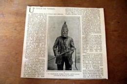 Illustration : 1902 Le Chasseur De Vipères Courtol Revêtu De Son Costume En Peaux De Serpents - Documentos Antiguos