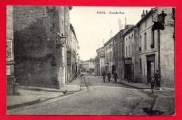 54. Foug. Grande-Rue. Passants. Boucherie-Charcuterie. Pub Machines à Coudre Singer - Foug
