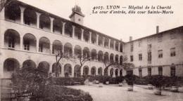 """LYON """"Hopital De La Charité """" Cour D'entrée - Lyon 2"""