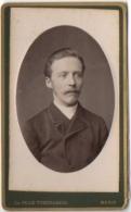 Photo CDV. Jeune Homme Moustachu. Foto Pille-Tyberghein. Menin. - Oud (voor 1900)